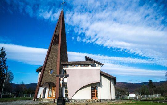 kostel-zislannya-svyatogo-duxa-dovge