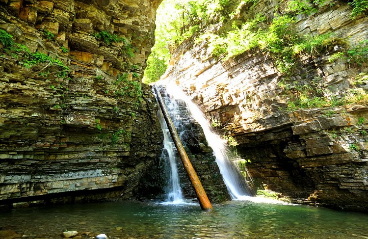 Bukhtivets-kyy-vodospad