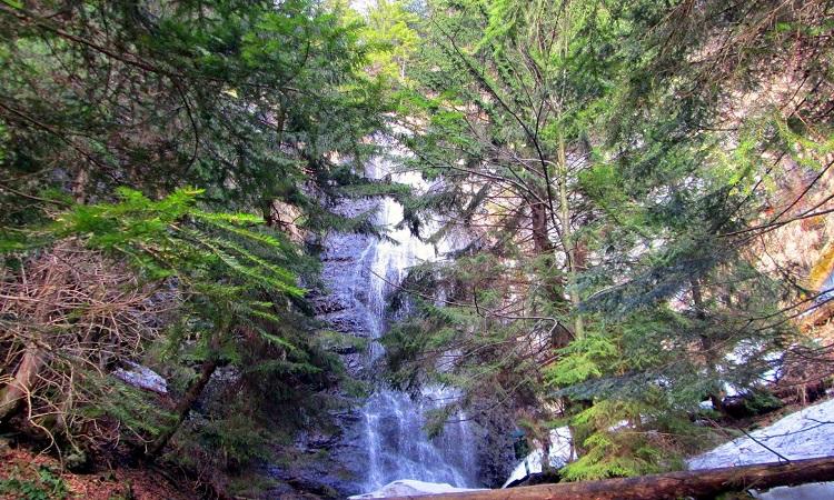 YAlyns-kyy-vodospad